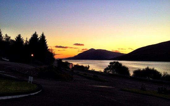 Clan Macduff Hotel: Sunset from the car park