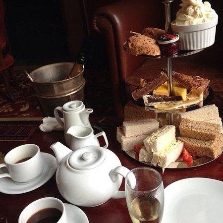 Crabwall Manor Hotel & Spa: Afternoon tea