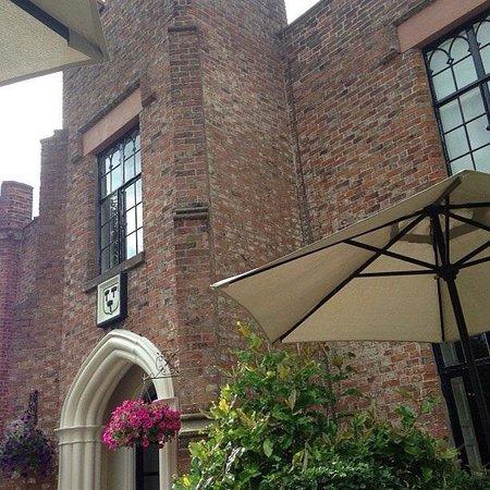 Crabwall Manor Hotel & Spa: Rear entrance