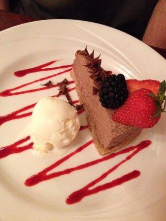 Restaurant 33 @ Parkstone Hotel: Chocolate cheesecake