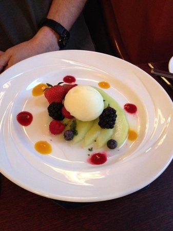 Restaurant 33 @ Parkstone Hotel: Melon starter