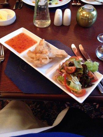 Restaurant 33 @ Parkstone Hotel: Tempura chicken with sweet chili sauce and salad