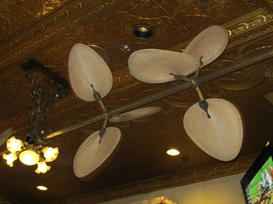 Main Street Station Hotel & Casino : fans at the bar