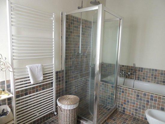 Tenuta Santo Pietro: Malvasia Bathroom