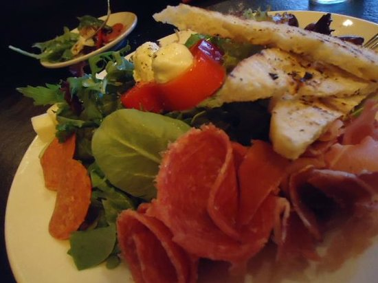 Mutu's Italian Kitchen: We shared the Antipasti Plate, the usual suspects there