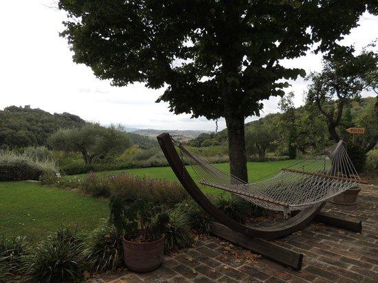 Tenuta Santo Pietro: Hammock in Garden Area
