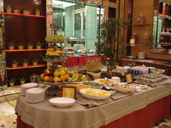 Hotel Principe Di Savoia: Breakfast buffet