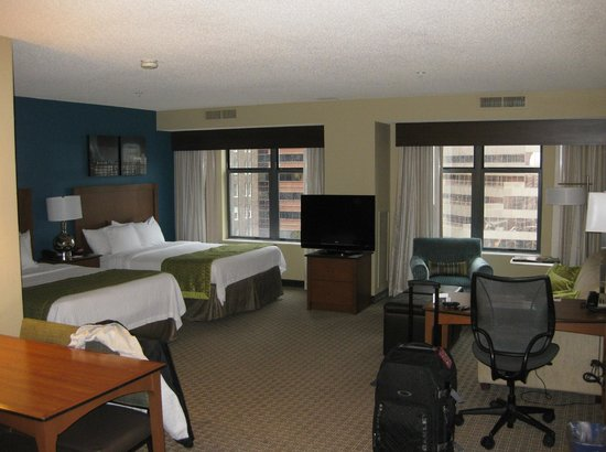 Residence Inn Baltimore Downtown/ Inner Harbor : RM 1503 - 2 Queen/Sofabed (Sitting area)