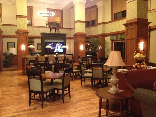 Hampton Inn & Suites Saratoga Springs Downtown: Dining area