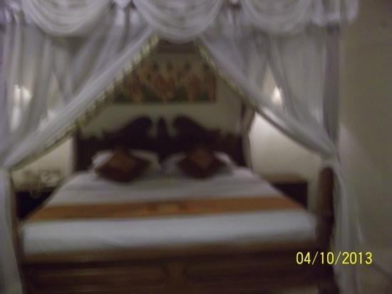 Puri Dewa Bharata Hotel & Villas : bed