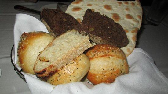The Capital Grille : super delish fresh bread
