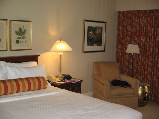 Mayflower Park Hotel: My Room #619
