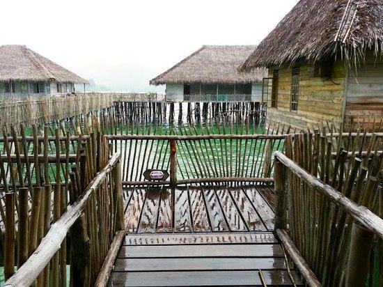 Telunas Beach Resort: The walkway
