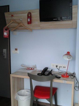 MEININGER Hotel Wien Downtown Franz : The desk
