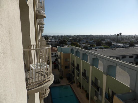 Le Meridien Delfina Santa Monica : To the right is private dwelling!