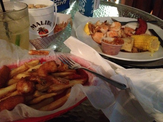 Boardwalk Billy's : Great coconut shrimp and a wonderful dish of Low Country Boil. Great outdoor venue on the water