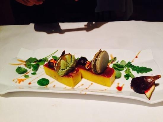 La Fabrica: micuit de foie con macaron y mermelada de ruibarbo