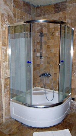 Vineyard Cave Hotel: Arched Suite - Bathroom