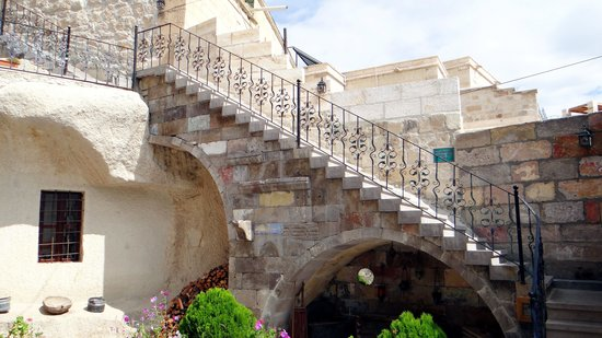 Vineyard Cave Hotel: Staircase to terrace