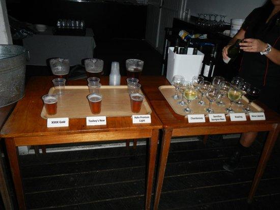Cairns Night Zoo : ビールとワイン、シャンパンが飲み放題、もちろんソフトドリンクもあります