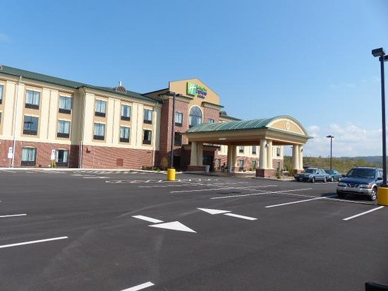 Holiday Inn Express Hotel & Suites Clearfield: Front of hotel from outside