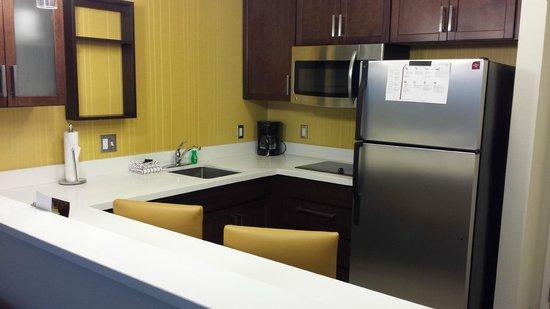 Residence Inn Williamsport : Kitchen area