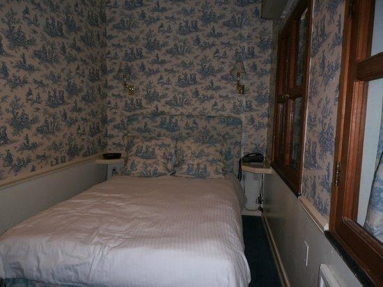 """Mayfair Hotel: O """"corredor"""" da esquerda é ainda menor..."""