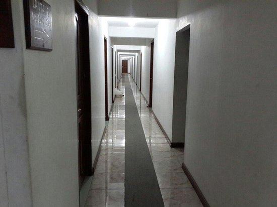 Lorong Menuju Kamar Hotel Olympic