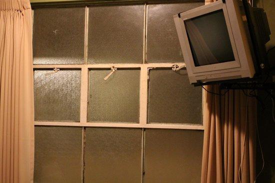 Suites Larco 656 : televisor