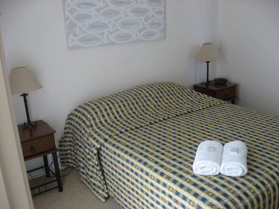 Terrapin Apartments: masterbedroom