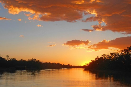 Outback Pioneers: Thomson River Sunset Cruise