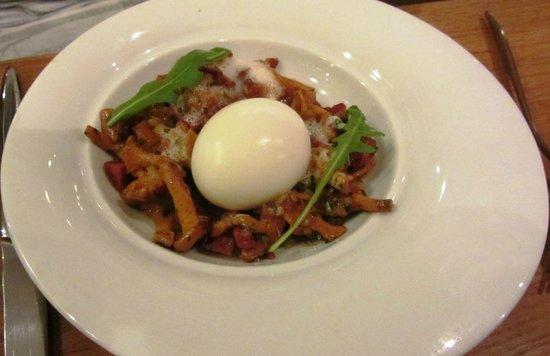La Veraison : chanterelles and soft boiled egg