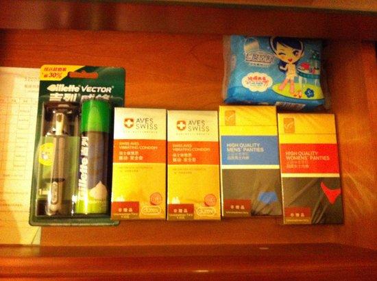 Sunshine Hotel Jiaxing: Einblick in die Schublade neben dem Bett......