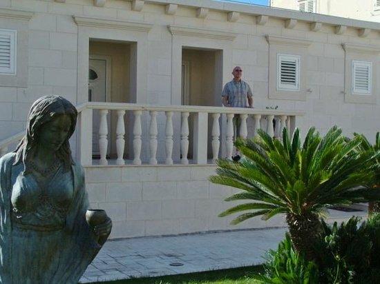 Grand Hotel Park: Outside villa door