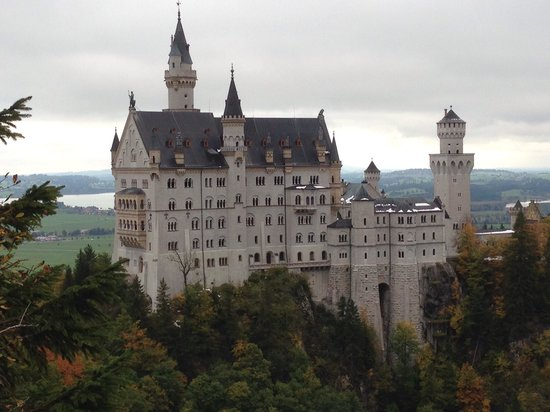 Photo of Monument / Landmark Neuschwanstein Castle at Neuschwansteinstrasse 20, Hohenschwangau 87645, Germany
