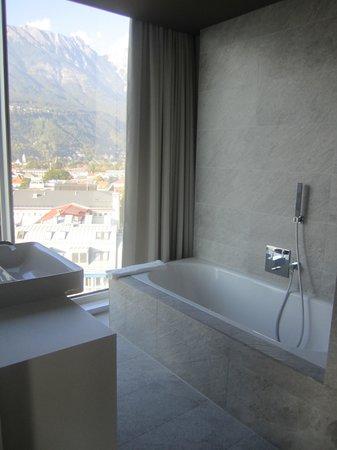 Adlers Hotel: Imagine your bubble bath