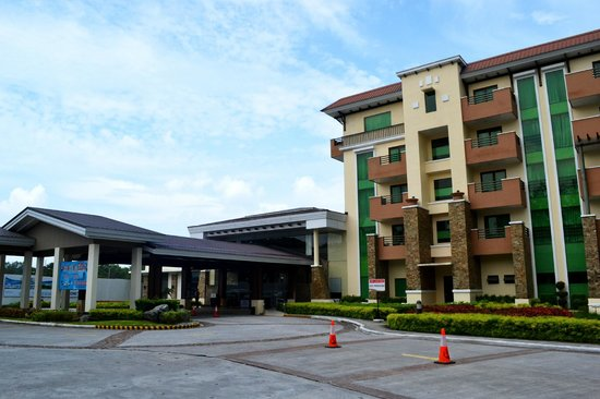 Widus Hotel and Casino: Widus Clark AB - Driveway, Lobby and Hotel