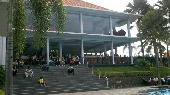 taman menuju hotel - Picture of Warung Desa Trawas