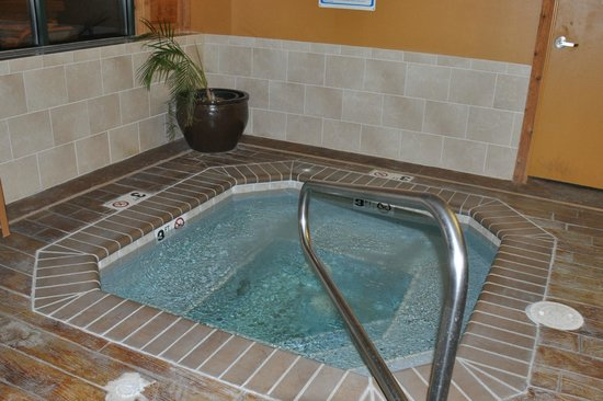 The Cody Hotel: hot tub in pool area