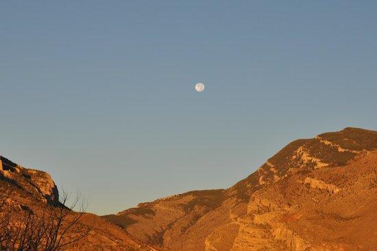 The Cody Hotel: full moon from our ballcany