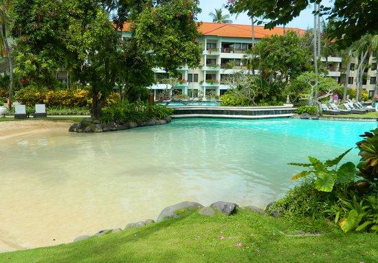 The Laguna, a Luxury Collection Resort & Spa: Бассейн с песком