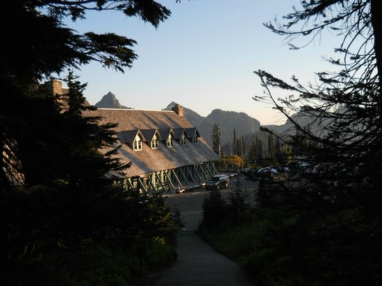 Paradise Inn at Mount Rainier: View of Paradise Lodge from walking trail