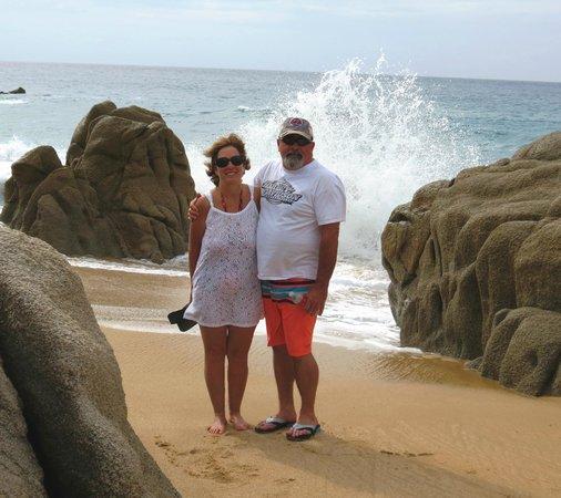 Pueblo Bonito Sunset Beach Golf & Spa Resort: Walks along the beach at Sunset Beach