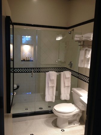 The French Quarters Guest Apartments : Black and white bathroom-chic!  Amazing toiletries!