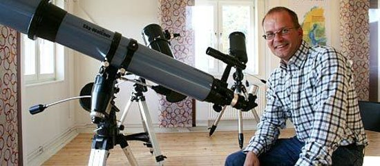 Umevatoriet : Co-director Tommy Jonsson with his telescope.