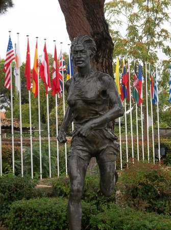 Marathon Run Museum: Statue in front of the museum with the flags of the winners of the Olympic Marathon in the backg