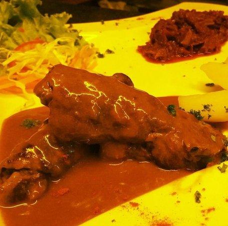 G's Bangkok: beef roulade
