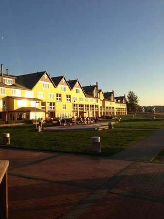 Semiahmoo Resort : The hotel at sunset