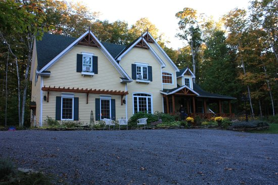 Tranquil Woods Victorian Inn: Gorgeous. Come out here at night to see stars.