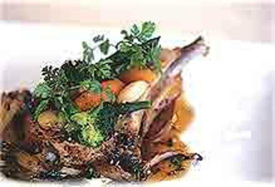 Bistro Le Chemin: 道内産の豚肉を使ったお肉料理がおすすめです。